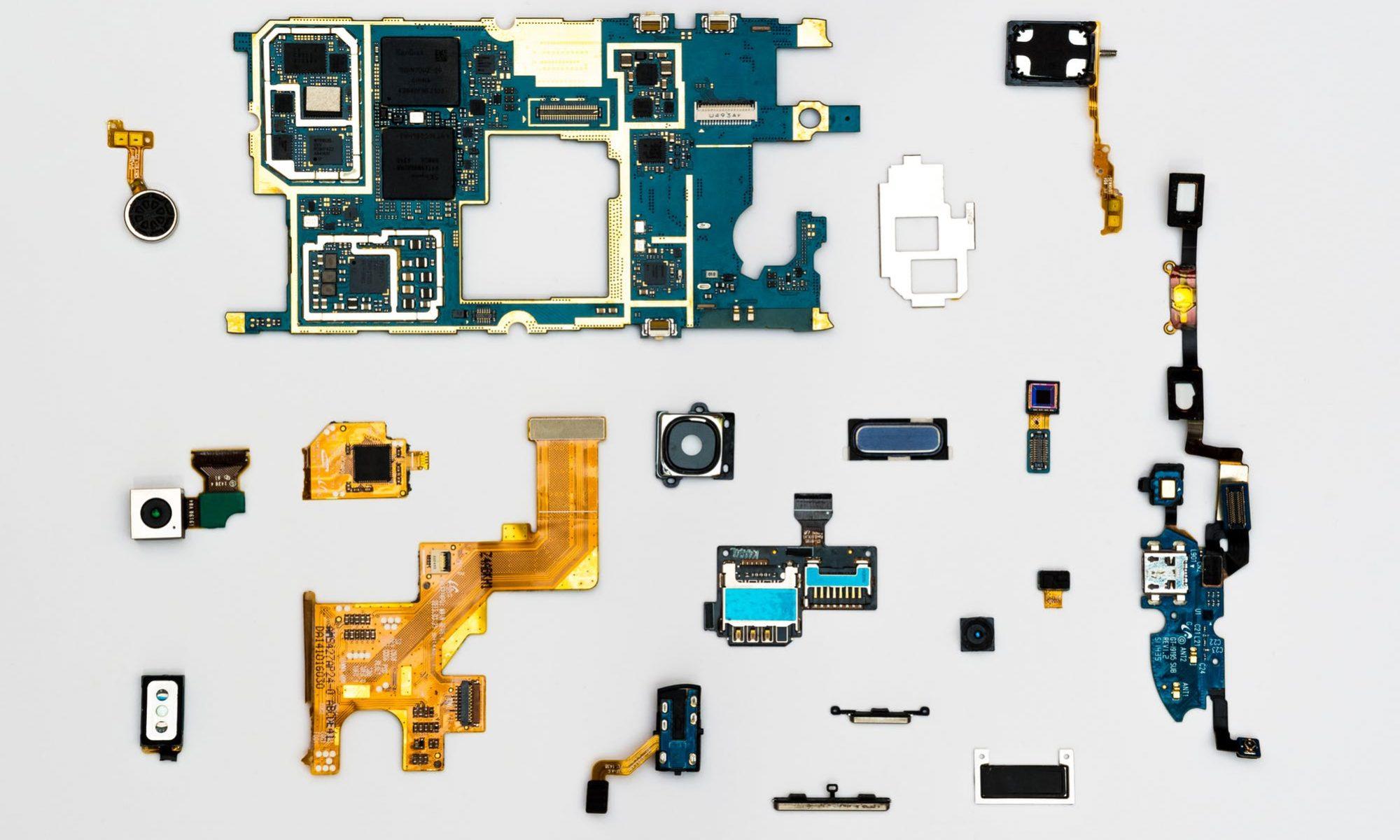 deconstruction-mobile-pieces-phone