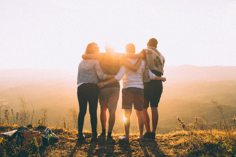 horizon-gathering-people